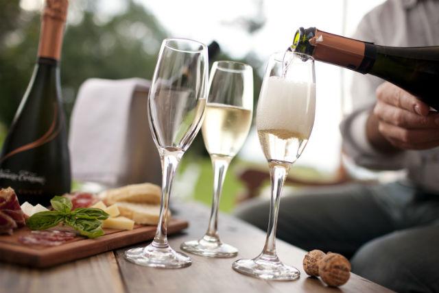 「シャンパン」に関する、おすすめの観光・お出かけスポットや最新のイベント情報を紹介しています。人気の定番スポットから穴場情報までまとめましたので、楽しい週末や休日を過ごすための参考にしてくださいね。