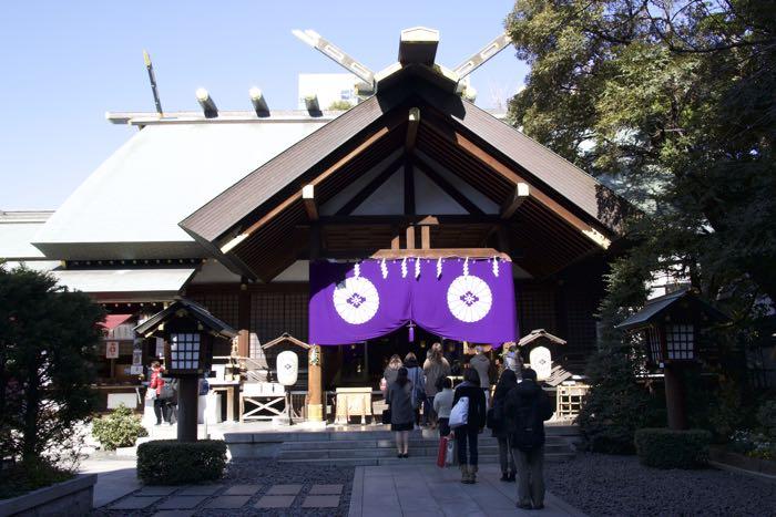 東京・飯田橋駅から徒歩5分。ビルが立ち並ぶオフィス街に鎮座する、東京大神宮。〝東京のお伊勢さま〟として親しまれ、格式高い「東京五社」のひとつです。