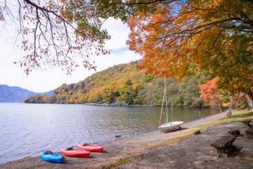 中禅寺湖の紅葉写真