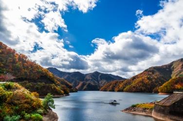 九頭竜湖の紅葉写真