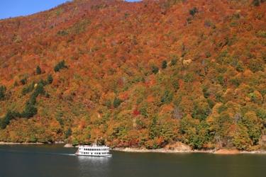 奥只見湖の紅葉写真