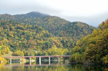 定山渓ダム下流園地の紅葉写真