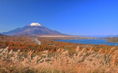 山中湖の紅葉写真
