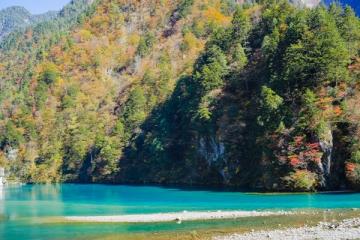 黒部峡谷の紅葉写真