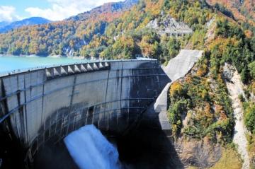 黒部ダムの紅葉写真