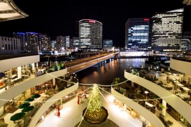 横浜ベイクォーター3Fメイン広場のイルミネーションの写真