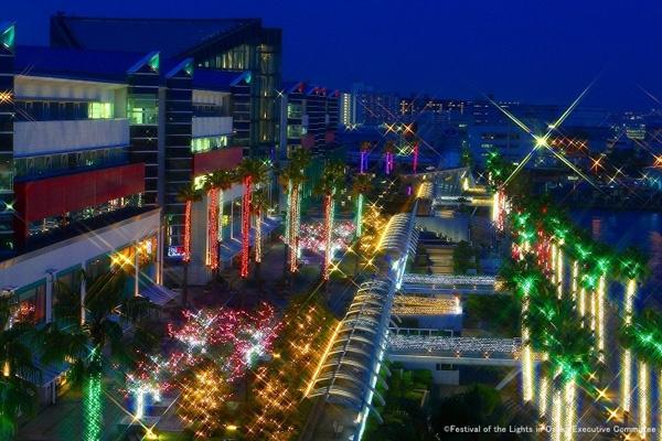 ATC「ウミエール広場(屋外)」一帯のイルミネーションの写真